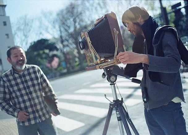 二人の写真家「富山義則x熊谷聖司」最後の8×10ポラロイドフィルム809で撮影した写真集制作 / 写真展開催プロジェクト