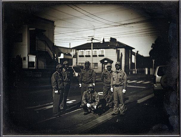 新井卓「消防隊の出初め式、南相馬町」2014, 25,2×19,3cm© Takashi Arai