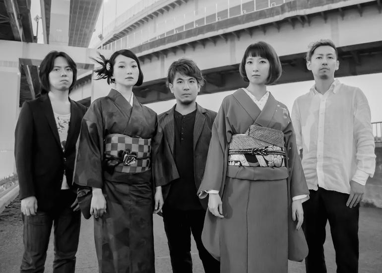 日本の伝統芸能である津軽三味線と奄美島唄をジャズに乗せて!黒船がサードアルバムを制作します