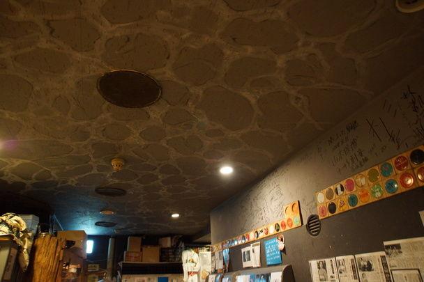 大阪のミニシアター「シネヌーヴォ」:ロビー天井