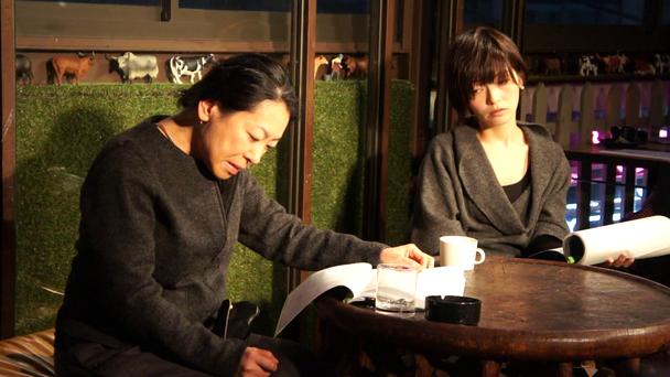 『痴話』vol.1より前川麻子(左)、神農幸(右)
