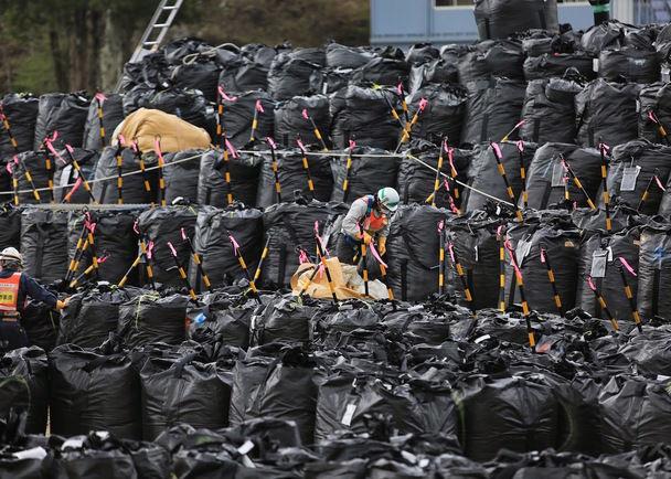 福島第一原発事故の「その後」を報じる写真レポート本 日本語・英語で全世界にデジタル出版