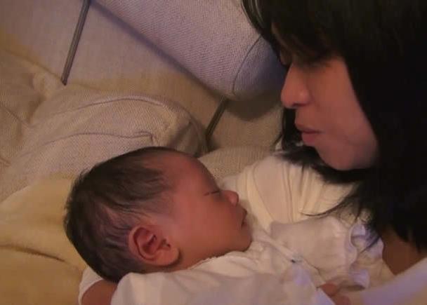 命の輝き、母の愛。3.11直後に妊娠出産した監督のセルフドキュメンタリー『抱く【HUG】』を日本全国に届けたい!