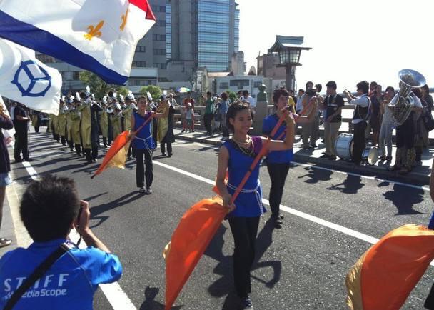 全国から神様が集まってくる神在月に、ニューオーリンズのパレードとお祭り「マルディグラ」を一緒に楽しもう!