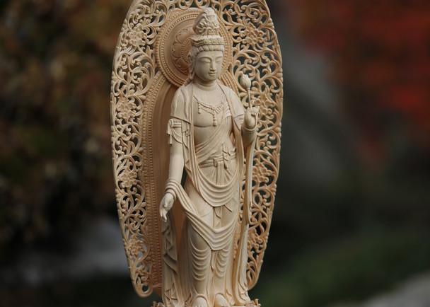 1000年続く伝統技術に活躍の場を!! 第一回 日本木彫刻展