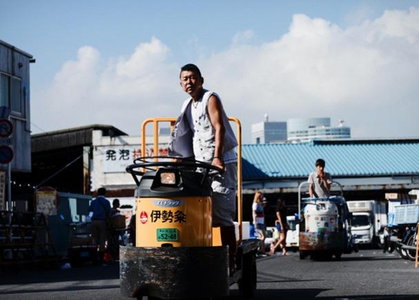 築地市場で働く男たちのポートレート「築地魚河岸ブルース」の写真展 & 大判写真集制作