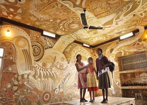 アート×学校×支援!インドの片隅から発信する芸術祭『ウォールアートフェスティバルインワルリ2013』