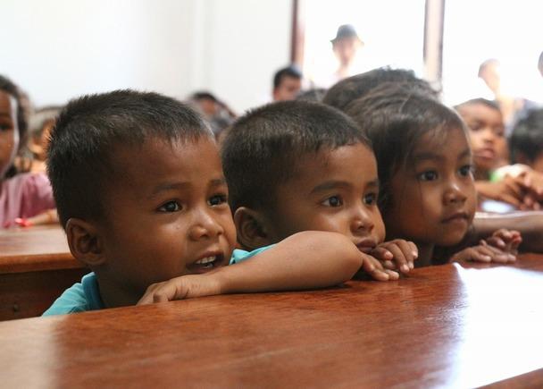 カンボジア農村部に暮らす子どもたちに、映画のチケットを贈りませんか? ―映画で夢の種まきをー