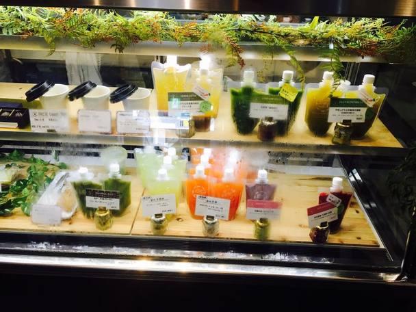 自然な食材から生まれるカラフルな商品たちにワクワクします♪